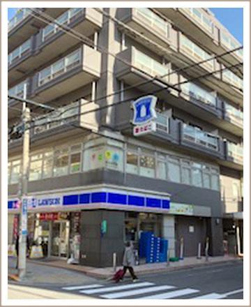 右に曲がると入口があります。この建物の503号室がヴァージンワックス錦糸町店