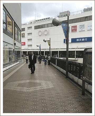 その連絡通路を道なりにまっすぐに進むとJR町田駅に着きます。