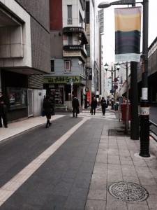 六本木駅6番出口を出ます♪