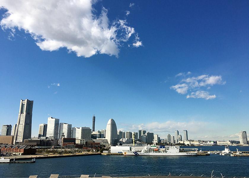 船から見た横浜の眺めです