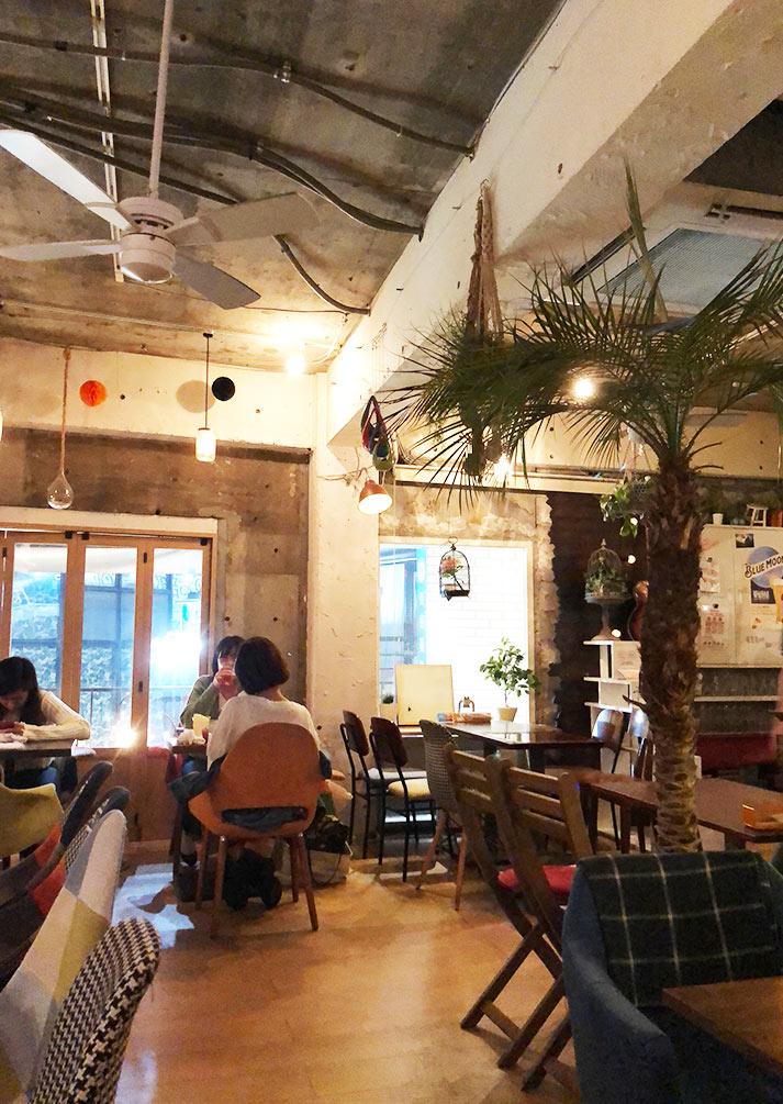 リゾットカフェ東京基地店内